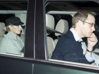 El príncipe Guillermo visita a su abuelo en el hospital