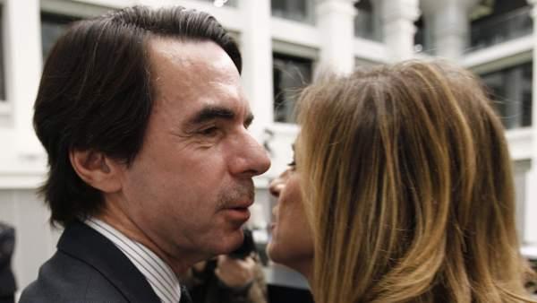 José María Aznar felicita a su mujer, Ana Botella, alcaldesa de Madrid