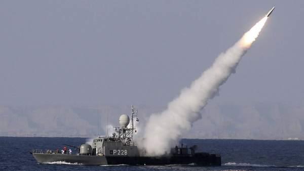 Irán lanza un misil de largo alcance