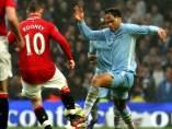 Rooney y Lescott en el Manchester United - City