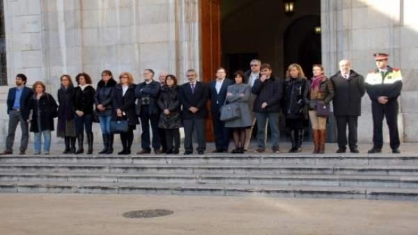Minuto de silencio ante el Ayuntamiento de Tarragona.