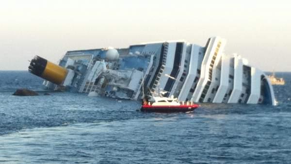 Crucero encallado en Italia