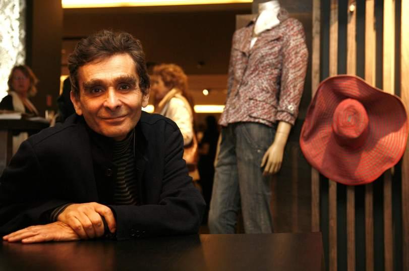 Adolfo dom nguez duplica sus p rdidas y cierra 46 tiendas for Adolfo dominguez trabajo
