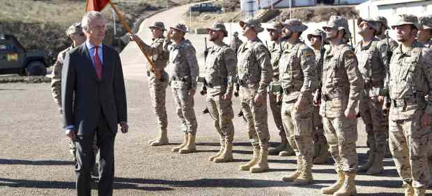 El ministro de Defensa en la base de Qala i Naw, en Afganistán