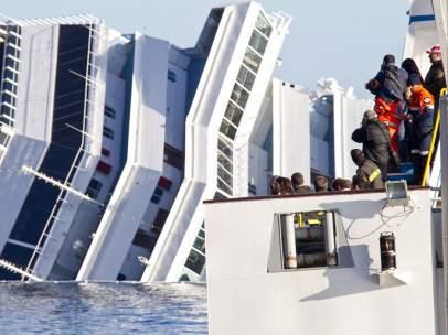 Preparados para entrar en el 'Costa Concordia'