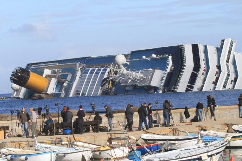 Localizan a otros tres cad veres del crucero 39 costa concordia 39 naufragado en el mes de enero - Mes del crucero ...