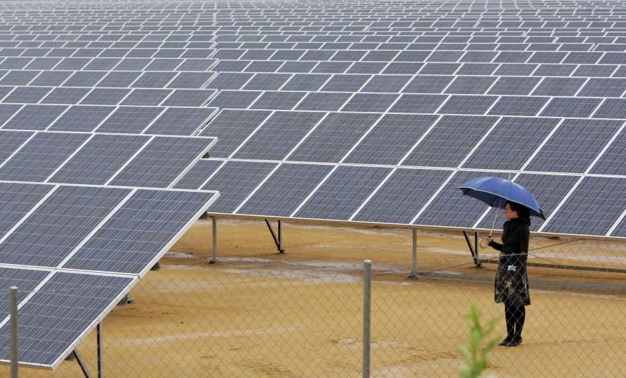 Los ayuntamientos contrarrestan la crisis con paneles for Placas solares barcelona