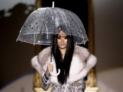 Paraguas para el invierno según Roberto Verino