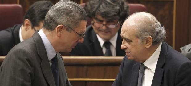 Gallardón y Fernández Díaz charlan en el Congreso