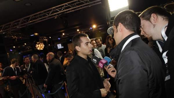 Jorge Lorenzo atiende a los medios