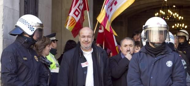 Los sindicalistas intentan un encierro en el Ayuntamiento de Barcelona
