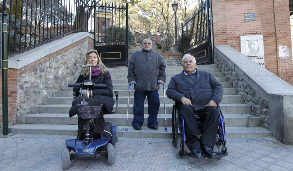 Los discapacitados a n sufren las barreras arquitect nicas for Barreras arquitectonicas