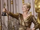 Meryl Streep posa con su Oscar por 'La dama de Hierro'