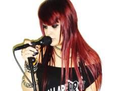 La vocalista de Fade Out