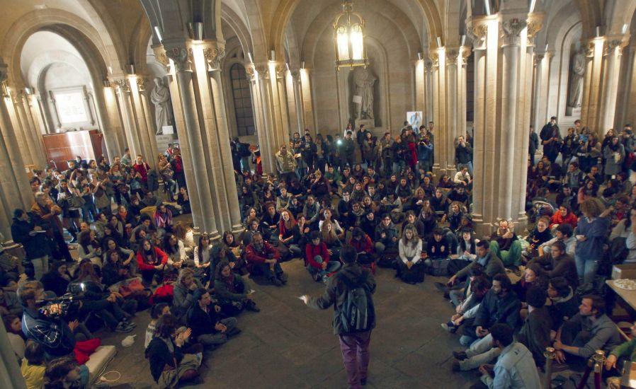 Los estudiantes se encerrar n hasta el s bado en el for Universidad de moda barcelona