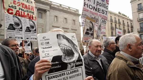 Manifestación contra los productos bancarios en Barcelona