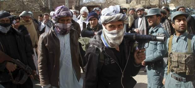 Talibanes entregan sus armas en Afganist�n