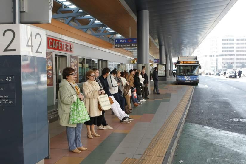 Madrid deja fuera de circulaci n 72 autobuses para gastar for Oficina de transporte madrid