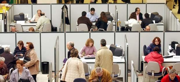 Rajoy anuncia que funcionarios y altos cargos no cobrarán la paga extra de Navidad en 2012