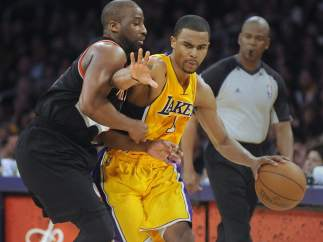 Ramon Sessions ante Felton