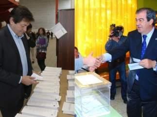 Los candidatos asturianos acuden a sus colegios