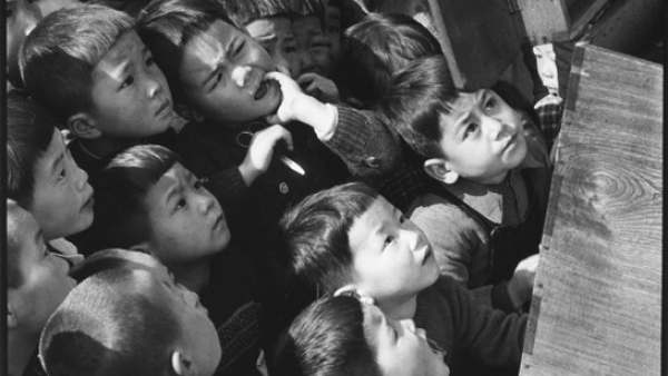 'Ken Domon Children looking at a picture-card show'