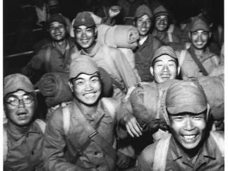 'Discharged soldiers, Shinagawa Station'