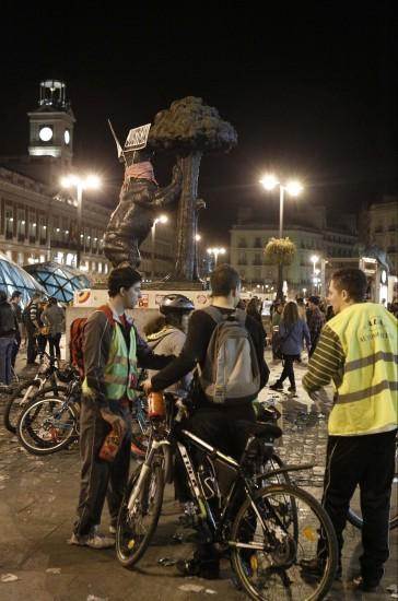 La resaca de la huelga, en Madrid. La madrileña Puerta del Sol tras las manifestaciones celebradas esta tarde por el centro de la capital con motivo de la huelga general del 29-M convocada por los sindicatos mayoritarios para protestar contra la nueva ley de la reforma laboral.
