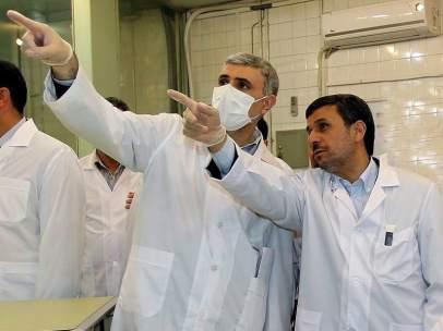 Visita de Ahmadineyad a un reactor nuclear