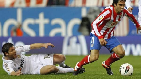 Xabi Alonso y Turan en el Atlético - Real Madrid