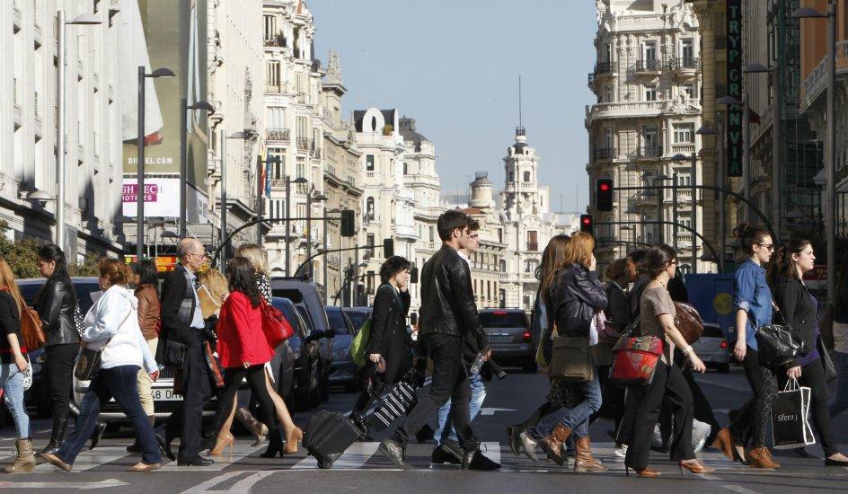 Resultado de imagen de imagenes de gente andando