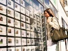 La renta media del comprador de vivienda cae un 10%