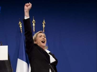 Puño en alto de Le Pen