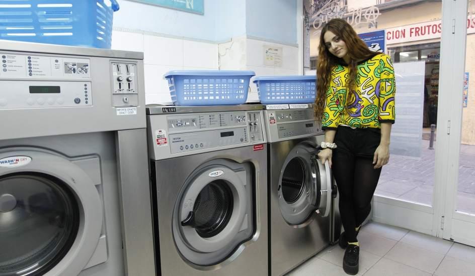 Las lavander as autoservicio se duplican en un a o en la for Lavar cortinas en lavadora