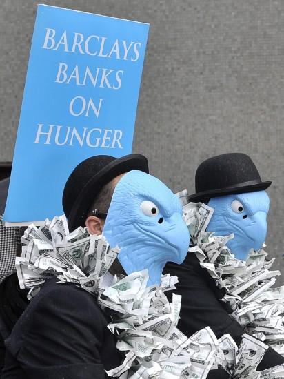 Contra los altos sueldos de los banqueros