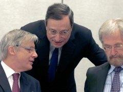 Draghi alarga el programa de compra de deuda e inyectará medio billón más en la eurozona
