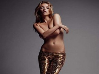 Kate Moss dona una foto de su 'topless'