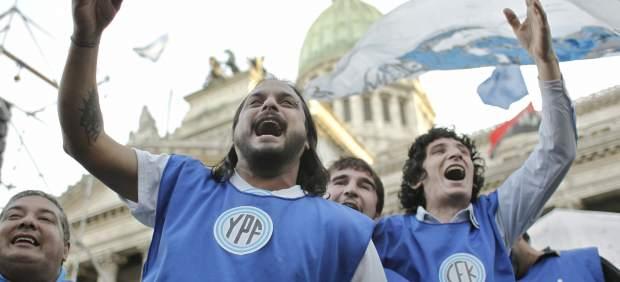 Cristina Fernández promulga la ley de expropiación de YPF