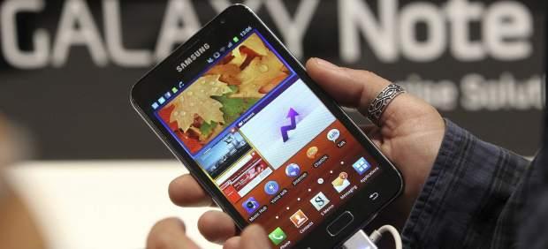 Teléfonos móviles inteligentes que buscan parecerse cada vez más a las tabletas