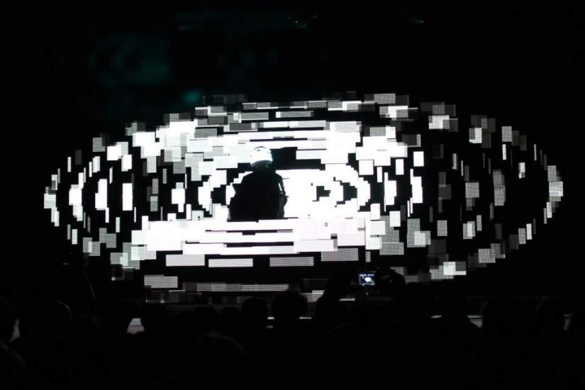 Squarepusher, el alienígena. El DJ británico Squarepusher dejó boquiabierto al público en el Sónar Sao Paulo.