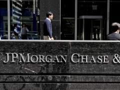 Multa al banco JPMorgan por cobrar más por las hipotecas a negros e hispanos