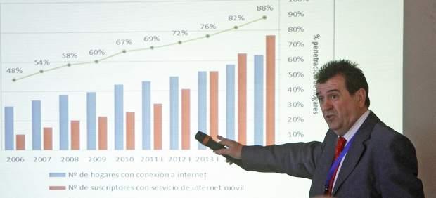La competencia de la prensa está en las redes sociales, según Arsenio Escolar