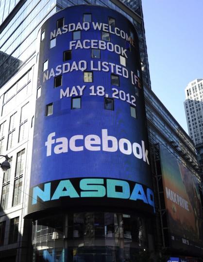 Facebook.. Vista del logotipo de Facebook en el luminoso del exterior de la sede del mercado Nasdaq en Nueva York.