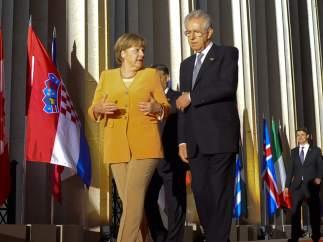 Merkel y Monti en la cumbre de la OTAN