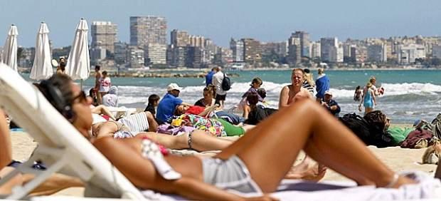 El 61% de españoles gastará lo mismo que el año pasado en sus vacaciones de verano