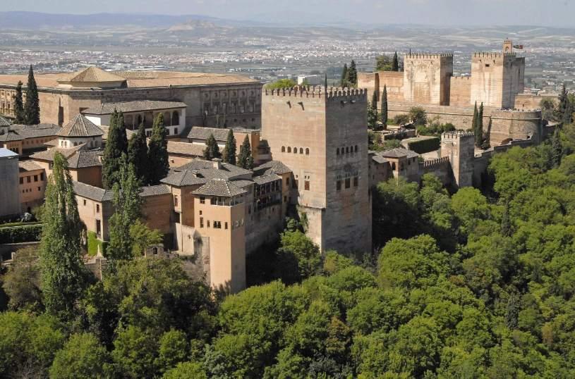 La alhambra de granada y los alc zares de sevilla y for Fuera de quicio significado