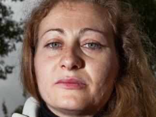 Elena Alonso, de 30 años, ha vuelto a casa de su madre