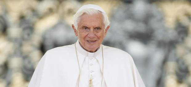 """El primer tuit del Papa: """"Os bendigo a todos de corazón"""""""