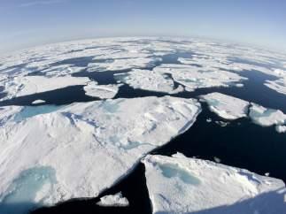 Placas de hielo sobre el océano Ártico