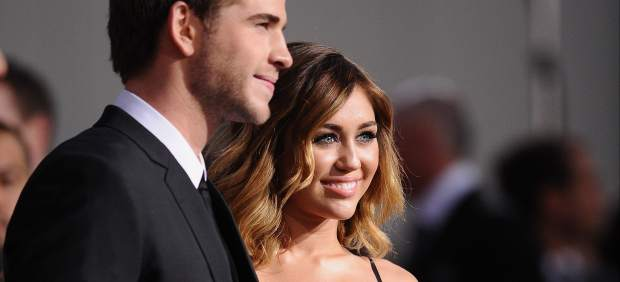 Miley Cyrus se promete con su novio, Liam Hemsworth